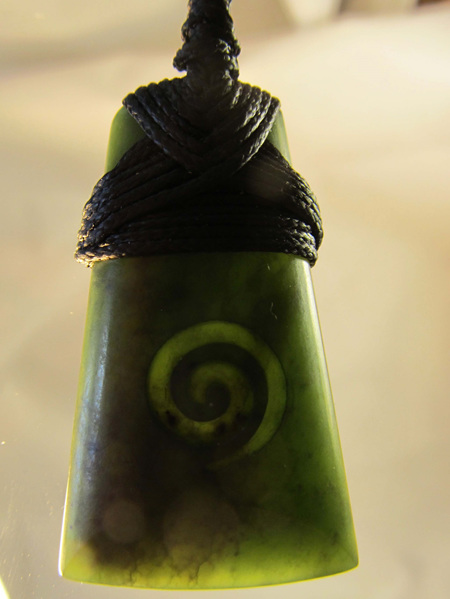 TB216 Wedge shaped greenstone with koru carved into it and bound (4cm)