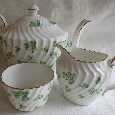 Teapot milk and sugar