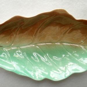 Textured leaf dish