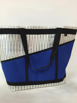 The large beach bag is great for shopping, travel and the beach.
