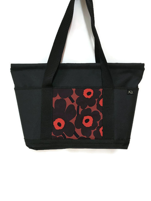 The marimekko fabric tote with zip closure