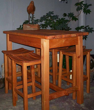 Bar Leaner & Green River Barstools