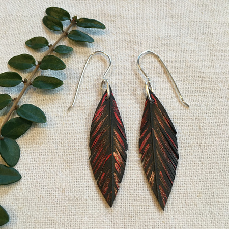 Tomtit earrings with red