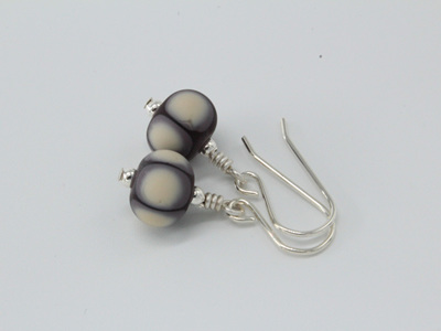 Tumble etched earrings - Ivory on silver plum