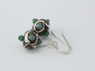 Twisted dots earrings - green on dark matter