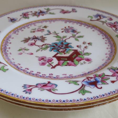 Two entre plates