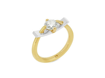 Two Tone Brilliant Cut Diamond Bar Ring