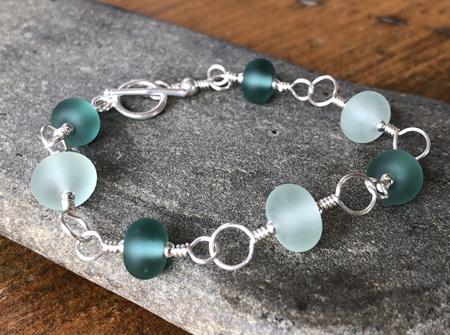 Upcycled antique bottle glass bracelet - Teal & clear (medium)