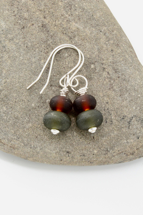"Upcycled ""sea glass"" earrings - Beer/wine"