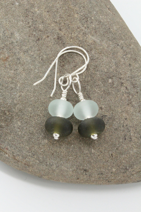 "Upcycled ""sea glass"" earrings - clear/wine"