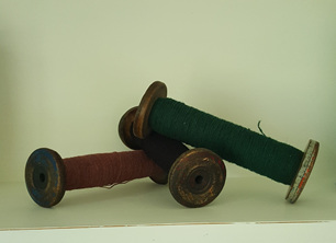 Vintage Wooden Bobbins - med