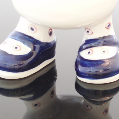 Walking feet egg cup