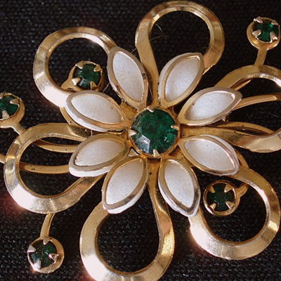 White daisy with green stones brooch