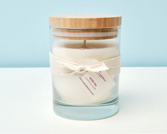 White Tea scented soy candle - large glass tumbler with wooden lid