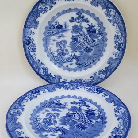 Willow pattern tea plates