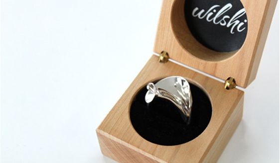 Wilshi Shell Proposal Ring in handmade natural wooden box