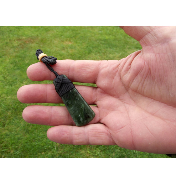WS13 Small New Zealand Greenstone Toki