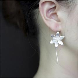 X02 Daisy Drop Earrings