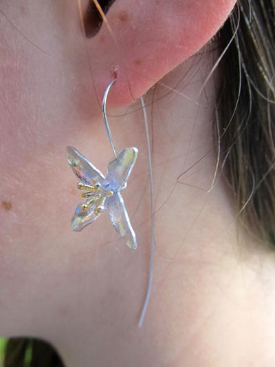 X08 Dainty Flower Drop Earrings