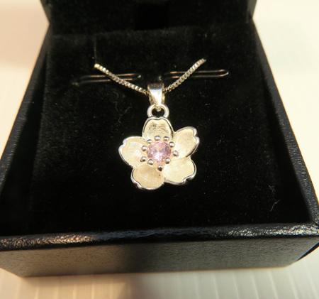 X48 Manuka flower pendant
