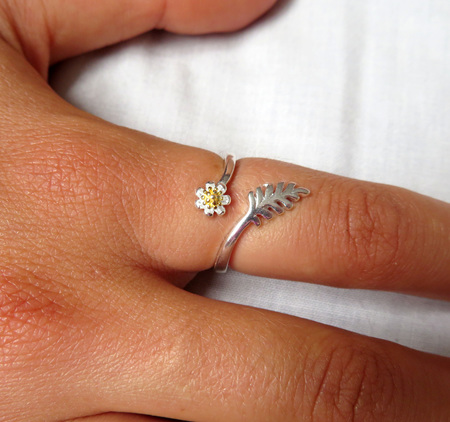 X60 Sterling Silver Fern and Flower Ring