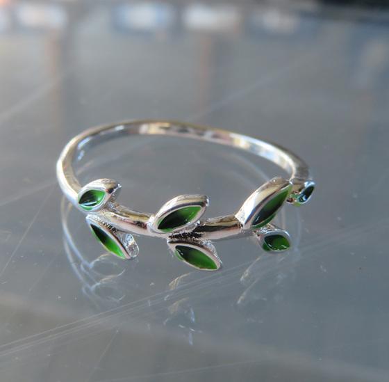 X61 Leaflets Ring