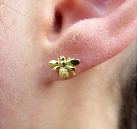 XP26 Gold plated bee stud earrings