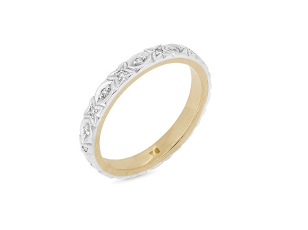 X's and O's Patterned Diamond Wedding Ring