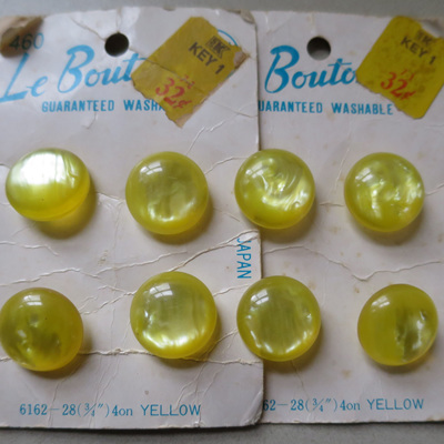 Set of 8 Le Bouton yellow buttons
